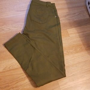 New never worn olive green pants